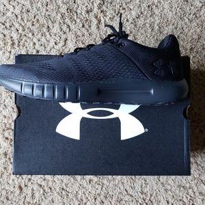 Mens size 8 underarmour tennis shoes